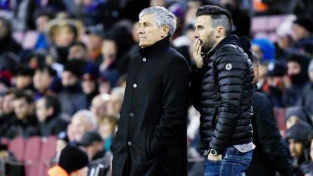 Pelatih Barcelona, Quique Setien masih belum puas dengan lini depan karena hanya bisa mengandalkan Antoine Griezmann, Ansu Fati, dan Lionel Messi. - INDOSPORT
