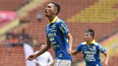 Indosport - Beni Oktovianto sepertinya bisa menjadi alasan tepat bagi Persib Bandung, untuk bertumpu pada penyerang lokal, dalam mengarungi kompetisi Liga 1 2020.