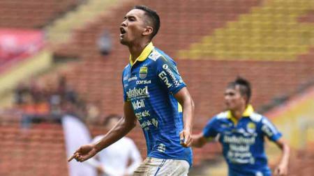 Penyerang Persib Bandung, Beni Oktovianto tetap menjalani program latihan mandiri di Bandung sebelum kembali berlatih bersama tim. - INDOSPORT