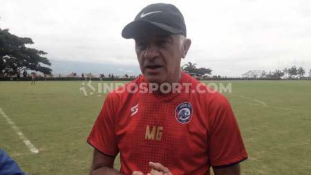 Pelatih Arema FC, Mario Gomez, usai memimpin latihan tim di Liga 1. - INDOSPORT