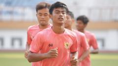 Indosport - Pemain muda klub Liga 1 2020 PSIS Semarang, Pratama Arhan, akan menjalani Hari Raya Idulfitri 1441 H pada Minggu (24/05/20) mendatang.