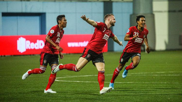 Para pemain Bali United Fadil Sausu (kiri), Melvin Platje (tengah), dan Andhika Wijaya (kanan). Copyright: baliutd.com