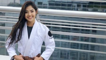 Atlet jiu-jitsu asal Kazakhstan, Moldir Mekenbayeva, menunjukkan pesonanya bak putri raja saat resmi lepas masa lajangnya. - INDOSPORT