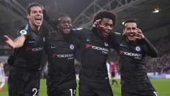 Indosport - Selebrasi para pemain klub Liga Inggris, Chelsea, Cesar Azpilicueta (kiri), Victor Moses (kedua dari kiri), Willian (kedua dari kanan), dan Pedro Rodriguez (kanan).