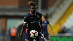 Indosport - Emannuel Adebayor, penyerang asal Afrika bisa saja menjadi pilihan klub Liga 1, Arema FC.