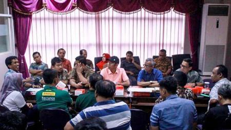 Berikut ada 3 poin dari hasil pertemuan manajemen Persebaya, Pemkot Surabaya, dan perwakilan Bonek usai bisa pakai Stadion Gelora Bung Tomo (GBT). - INDOSPORT