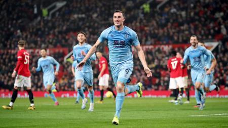Pemain Burnley, Chris Wood merayakan golnya ke gawang Manchester United di Liga Inggris - INDOSPORT