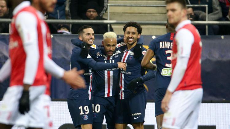 Bintang PSG, Neymar merayakan gol yang dicetak Marquinhos  ke gawang Stade Reims di Piala Liga Prancis Copyright: Jean Catuffe/Getty Images
