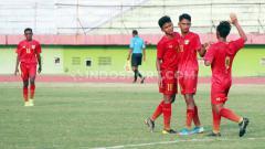 Indosport - Jalani laga ujicoba perdana, Timnas Indonesia U-16 harus menelan kekalahan dari Uni Emirat Arab U-16 dengan skor tipis 2-3, Rabu (21/10/2) di Dubai.