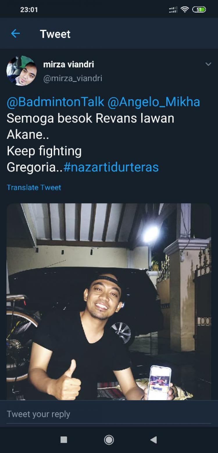 Netizen menepati nazarnya tidur di teras Copyright: Twitter