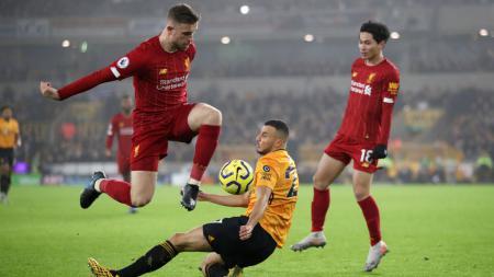 Legenda sepak bola Inggris, Alan Shearer, menyebut kapten Liverpool, Jordan Henderson, sebagai kandidat terkuat pemain terbaik Liga Inggris atau PFA of the Year musim 2019-2020. - INDOSPORT