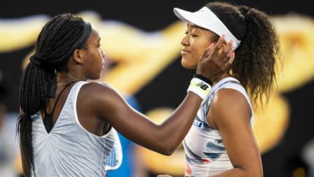 Kejutan, Naomi Osaka (kanan) tumbang dari petenis 15 tahun, Cori Gauff di babak ketiga Australia Terbuka 2020.