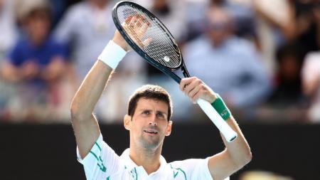 Petenis Serbia, Novak Djokovic, turut berpartisipasi dalam proyek amal bantu korban terdampak pandemi corona. - INDOSPORT