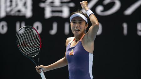 Ekspresi kemenangan Wang Qiang usai sukses menumbangkan Serena Williams. - INDOSPORT