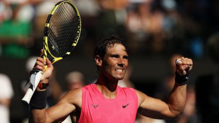Rafael Nadal melesat ke babak empat Australia Terbuka 2020 usai mengalahkan rekan senegaranya, Pablo Carreno Busta, Sabtu (25/01/20). - INDOSPORT