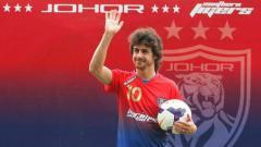 Indosport - Legenda Timnas Argentina, Pablo Aimar saat diperkenalkan sebagai pemain baru klub Liga Malaysia, Johor Darul Tazim.