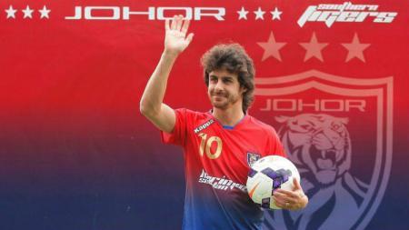 Legenda Timnas Argentina, Pablo Aimar saat diperkenalkan sebagai pemain baru klub Liga Malaysia, Johor Darul Tazim. - INDOSPORT