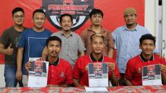 Indosport - Tiga pemain baru Persekat usai menandatangani kontrak, Jumat (24/1/2020).