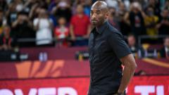 Indosport - Legenda NBA dan basket dunia, Kobe Bryant, meninggal dunia karena kecelakaan helikopter