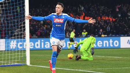 Piotr Zielinski berselebrasi usai mencetak gol di laga Serie A Italia antara Napoli vs Juventus - INDOSPORT