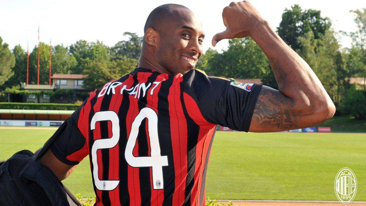 Kobe Bryant mengaku seorang Milanisti dan menjadi fans AC Milan sejak dirinya kecil. Copyright: acmilan.com