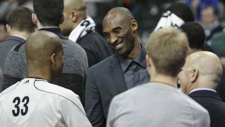 Ikut berduka atas musibah Kobe Bryant meninggal, bos Louvre Surabaya, Erick Herlangga sebut Kobe Bryant adalah pahlawannya. - INDOSPORT
