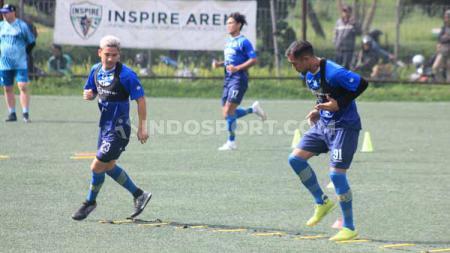 Kim Jeffrey Kurniawan dan Omid Nazari berlatih di Lapangan Inspire Arena, Jalan Sersan Bajuri, Cihidueng, Kabupaten Bandung Barat, Senin (27/01/2020). - INDOSPORT
