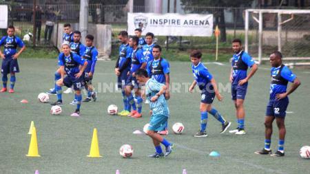 Pemain tim sepak bola Persib Bandung memiliki rasa saling menghargai yang sangat tinggi, hal itu bisa terlihat saat bulan Ramadan. - INDOSPORT