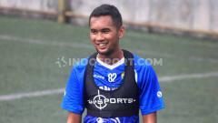 Indosport - Striker Persib Bandung, Beni Oktovianto, mengaku cukup bosan menunggu kejelasan lanjutan kompetisi Liga 1 2020.