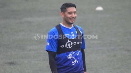 Gelandang Persib Bandung, Esteban Vizcarra. - INDOSPORT