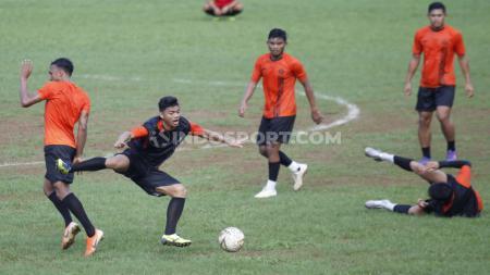 Latihan tim Persija Jakarta di Lapangan Soemantri Brodjonegoro, Kuningan, Senin (27/01/20). - INDOSPORT