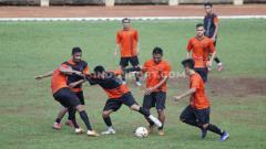 Indosport - Latihan tim Persija Jakarta di Lapangan Soemantri Brodjonegoro, Kuningan, Senin (27/01/20).