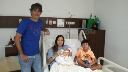 Pelatih Bali United Stefano Cugurra Teco dan sang istri, Miranda Erlinda menyambut kelahiran anak kedua. - INDOSPORT