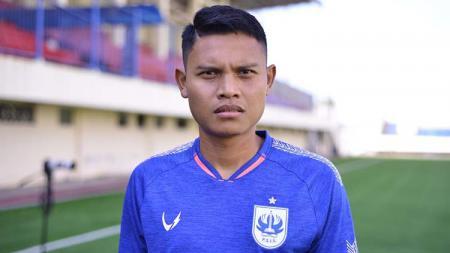 Salah satu pemain PSIS Semarang, Fandi Eko Utomo, mendapat suntikan semangat saat melakoni pemusatan latihan (TC) di Surabaya menjelang lanjutan Liga 1 2020. - INDOSPORT