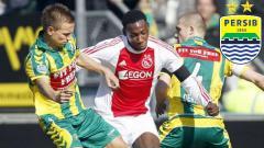 Indosport - Eks Ajax Amsterdam, Geoffrey Castillion (tengah) dikabarkan bakal bergabung ke Persib Bandung pada bursa transfer Liga 1 2020.