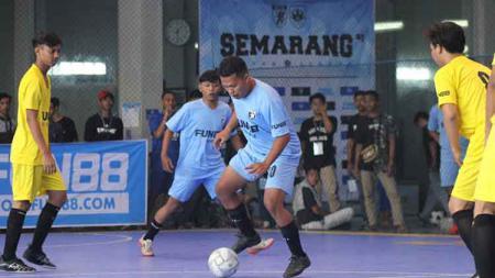 Panser Biru Hooligans mengadakan kompetisi futsal bertajuk Semarang Gabres League yang digelar di Lapangan Indoor Futsal Arista Arena. - INDOSPORT