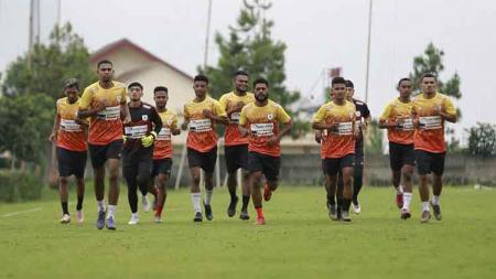 Latihan Persipura Jayapura di Malang. - INDOSPORT