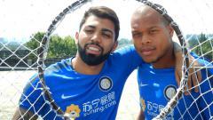 Indosport - Gabriel Barbosa dengan Jonathan Biabiany saat masih membela Inter Milan.