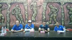 Indosport - Pelatih Seto Nurdiyantoro bersama jajaran manajemen klub Liga 2 PSIM Yogyakarta.