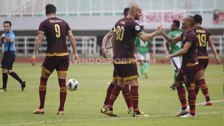 Selebrasi pemain PSM Makassar usai sukses merobek gawang Lalenok United kedua kalinya di leg kedua Kualifikasi Piala AFC 2020. - INDOSPORT