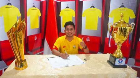Andik Vermansah resmi bergabung ke Bhayangkara FC. - INDOSPORT