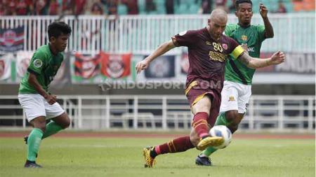 Pelatih PSM Makassar, Bojan Hodak, membenarkan tudingan yang mengatakan anak asuhnya bermain pasif pada leg kedua play-off Piala AFC 2020. - INDOSPORT