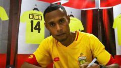 Indosport - Ruben Sanadi, pemain klub Liga 1, Bhayangkara FC.