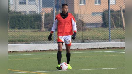 Penggawa Garuda Select sekaligus pemain jebolan Persib Bandung U-16, Kakang Rudianto memaparkan alasan kekalahan timnya dari Sheffield United U-18. - INDOSPORT
