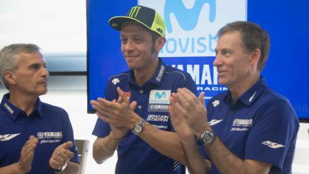Valentino Rossi berpotensi takkan mencicipi gelaran MotoGP Mandalika 2021 usai tempatnya di Yamaha digusur oleh Fabio Quartararo - INDOSPORT
