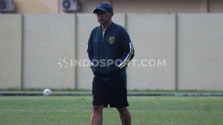 Aji Santoso ingin para pemain asing Persebaya Surabaya, yang tengah berada negaranya bisa kembali ke Indonesia untuk persiapan lanjutan Liga 1 2020. - INDOSPORT