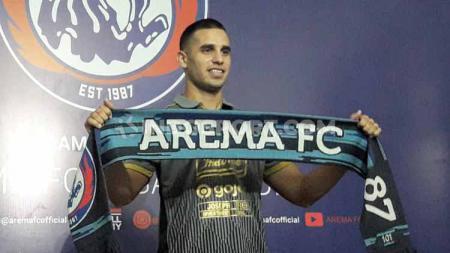 Striker Arema FC asal Argentina, Elias Alderete, dikabarkan bisa turun untuk berlaga melawan Persebaya. - INDOSPORT