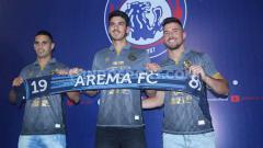 Indosport - Tiga pemain asing Arema FC: Elias Alderete, Matias Malvino dan Jonathan Bauman