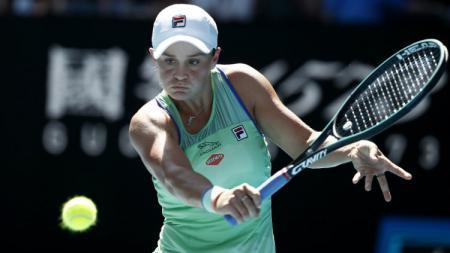 Unggulan pertama Ash Barty tumbang di semifinal Australia Terbuka 2020 dari Sofia Kenin, Kamis (30/01/20). - INDOSPORT