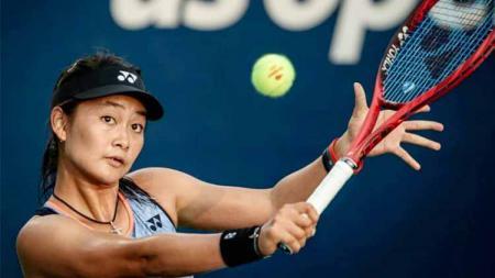Petenis muda Indonesia, Priska Madelyn Nugroho mengenang kembali momen ketika ia berhasil menjuarai turnamen Grand Slam, yakni Australia Terbuka 2020. - INDOSPORT